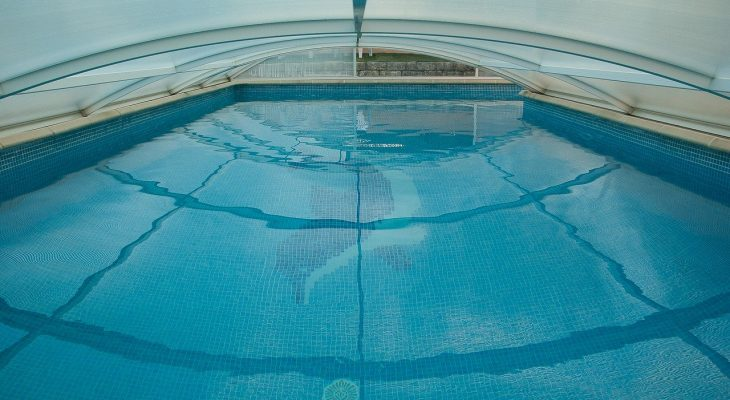 Przydatne informacje o zadaszeniach basenowych